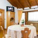 B&B Caldara Cortina: zona giorno camera matrimoniale